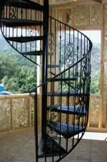 Винтовая кованая лестница