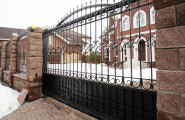 Кованые ворота частный дом