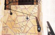 Перила кованые на внутренней лестнице на второй этаж