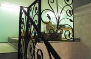Ковка, перила на внутренней лестнице дома
