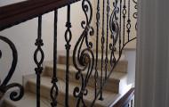 Кованые перила - лестница на второй этаж