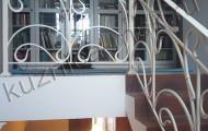 Верхний этаж, лестница с коваными перилами