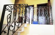 Перила кованые в доме