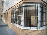 Кованая решетка на окно с поворотом