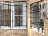 Кованые решетки на окнах