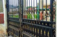 Распашные кованые ворота патинированные
