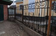 Кованое ограждение, забор частного дома