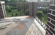 Балконное кованое ограждение с кирпичными столбами код: Б-714