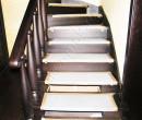 Лестница с перилами из дерева темная