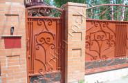 Ворота загородного дома с коваными элементами № В-202