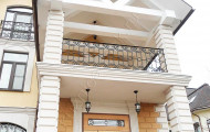 Ограждение кованое на балконе