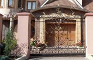 Кованые ворота на столбах