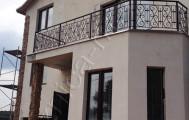 Кованый балкон в загородном коттедже код: Б-713