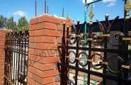 Кованый забор с золотой патиной