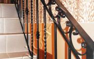 Перила кованые лестница в доме