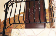 Кованые перила внутренняя лестница дома
