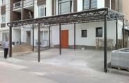 Металлический сварной навес у здания