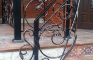 Перила кованые уличные черного цвета