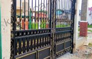 Черные кованые ворота с патинированием