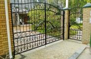 Легкие кованые ворота с калиткой