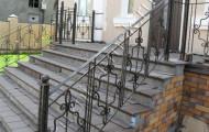 Уличные кованые ограждения лестниц