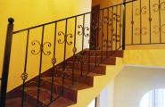 Перила кованые на лестнице