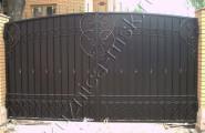 Темные глухие ворота частного дома, ковка № В-203