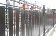 Загородный участок за кованым забором на заказ