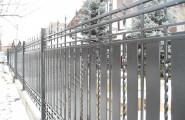 Ограждение коттеджного поселка кованым на заказ забором