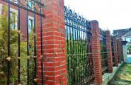 Ограждение частной территории кованым забором
