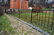 Забор кованый в загородном доме